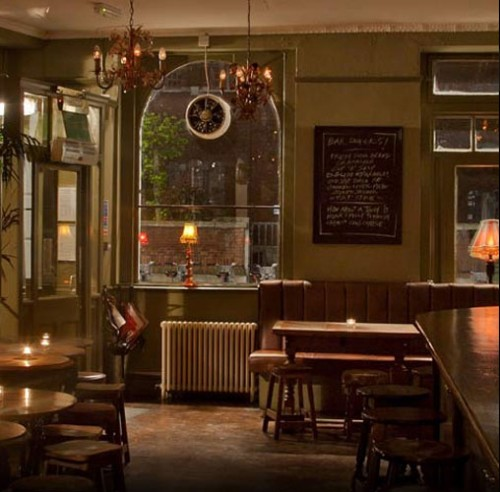 The Mall Tavern, al 71-73 Palace Gardens Terrace nel quartiere di Notting Hill, Londra